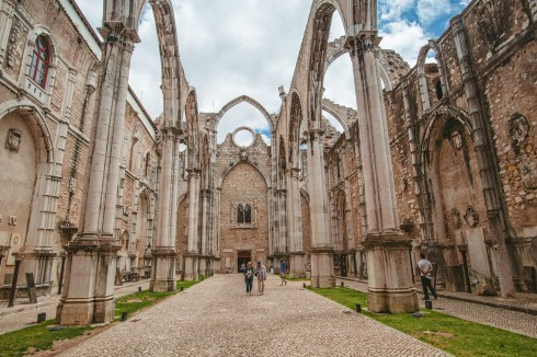 zrujnowany kościół w Lizbonie