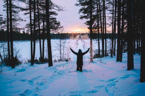 zdjęcie zimą zachód słońca