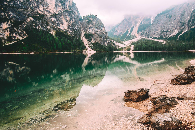 piekne jezioro w gorach