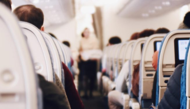 Kanapka w podręcznym: jakie jedzenie wziąć do samolotu