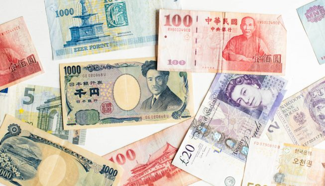 jak oszczedzic na wymianie walut